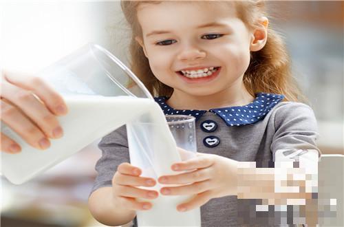 牛奶能用微波炉加热吗