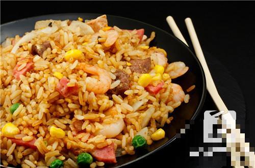 排骨蒸米饭