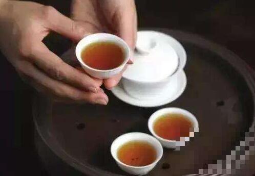 光喝茶不喝水会怎么样 光喝茶不喝水的危害