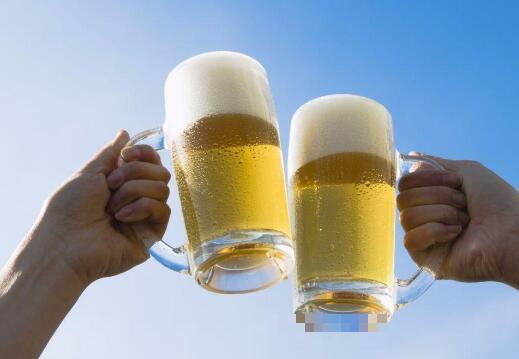 喝啤酒的好处和坏处 喝啤酒会发胖吗